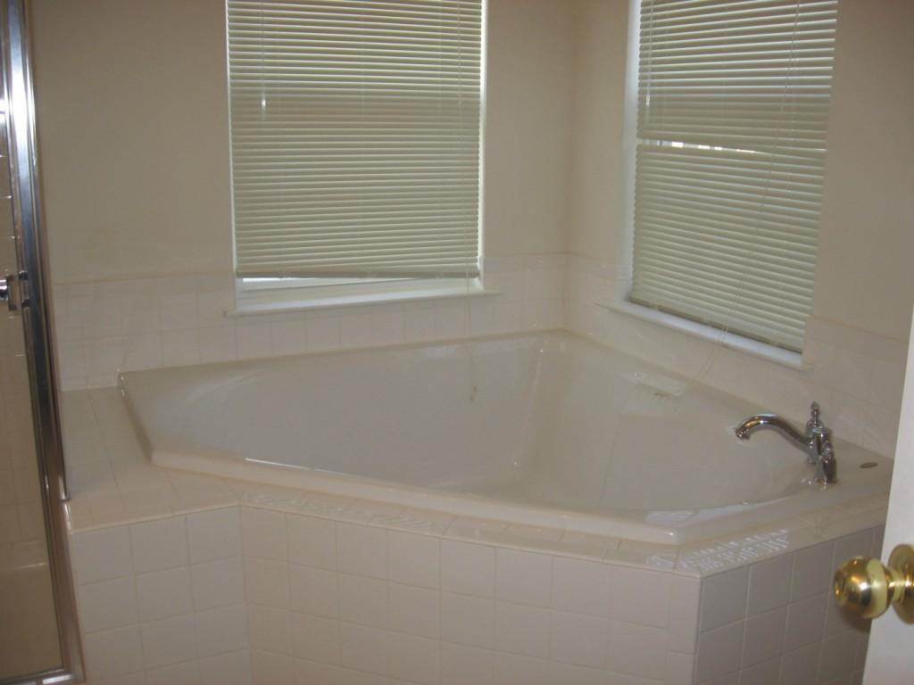 Soaking tub…so not worth it...